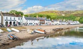 Sommernachmittag in Ullapool, Dorf in der Ross-Grafschaft, schottische Hochländer lizenzfreie stockfotos