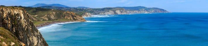 Sommerozean-Küstenlinienansicht Spanien lizenzfreie stockfotografie
