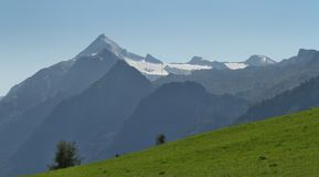 Sommerpanorama von Kitzsteinhorn stockfotos