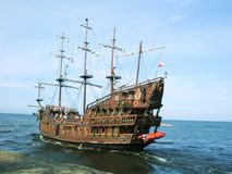 Sommerpiraten-Kreuzschiff Stockbild