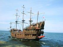 Sommerpiraten-Kreuzschiff stockbild