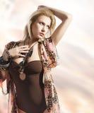 Sommerportrait des blonden jungen Mädchens Stockfotos