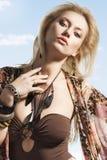 Sommerportrait des blonden jungen Mädchens Lizenzfreies Stockfoto