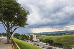 Sommerregen in São José DOS Campos - Brasilien Lizenzfreies Stockbild