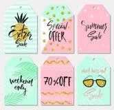 Sommersatz Verkaufs- und Geschenktags, Aufkleber mit nette Hand gezeichneten Gestaltungselementen, handgeschriebene Beschriftung  Stockfotografie