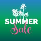 Sommerschlussverkaufbeschriftungs-Vektorhintergrund Jahreszeitrabattillustration Sonderangebotplakat mit Hand gezeichneten Palmen Stockfoto