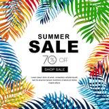Sommerschlussverkauffahnen mit Mehrfarbenkokosnusspalmblättern Tropischer Plakathintergrund des Vektors lizenzfreie abbildung