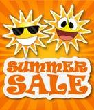 Sommerschlussverkaufhintergrund mit lächelnder Sonne Stockfotos