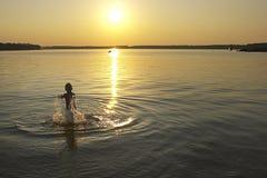 Sommersonnenuntergang lizenzfreie stockbilder
