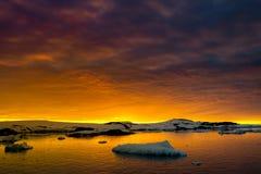 Sommersonnenuntergang in Antarktik Lizenzfreie Stockbilder