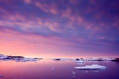 Sommersonnenuntergang in Antarktik Stockfotografie
