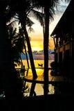 Sommersonnenuntergang auf einer tropischen Insel Stockbild