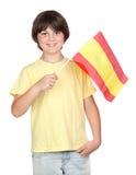 Sommersprossiger Junge mit spanischer Markierungsfahne Stockfotografie