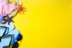 Sommerstütze auf gelbem Boden Lizenzfreie Stockfotos
