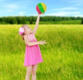 Sommerstimmung ein kleines Mädchen Lizenzfreies Stockbild