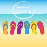 Sommerstrand-Flipflops paradies Sand, Sonne, Wasser Es kann für Leistung der Planungsarbeit notwendig sein Lizenzfreie Stockfotografie