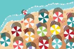 Sommerstrand im flachen Design, in der Seeseite und in den Strandeinzelteilen Stockbilder