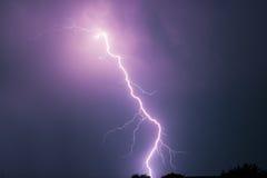 Sommersturm mit Donner, Blitzen und Regen Stockbilder