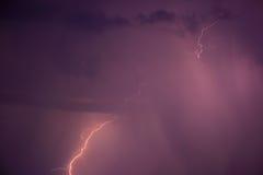 Sommersturm mit Donner, Blitzen und Regen Stockfoto