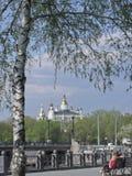 Sommertag auf der Ufergegend in Charkiw Lizenzfreie Stockfotografie