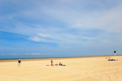 Sommertag auf Sandstrand in Le Touquet Stockfotos