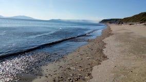 Sommertagesstrand - Ochotsk-Meer stockfotos