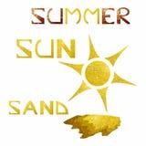 Sommerthema mit funkelnder goldener Sonne und Sand Stockfotografie