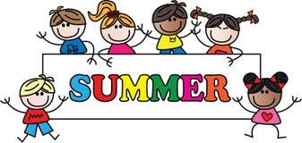 Sommertitel mit verschiedenen Kindern Stockfotos