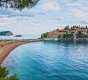 Sommerurlaubsortlandschaft, Insel von St Stephen, Budva, Adriati Lizenzfreie Stockfotos