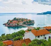 Sommerurlaubsortlandschaft, Insel von St Stephen, Budva, Adriati Stockfotos