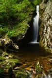 Sommerwasserfall Stockfoto