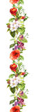 Sommerwiesenblumen und -schmetterlinge Wiederholen des Rahmens watercolor Stockfotos