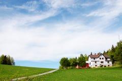 Sommerzeit in binnenländischem Norwegen lizenzfreie stockfotografie