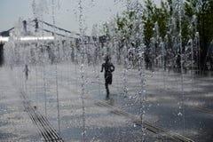 Sommerzeit in der Metropole lizenzfreies stockbild