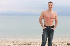 Sommerzeit - hübscher blonder Mann Lizenzfreie Stockbilder