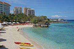 Sommerzeit am Strand stockbilder