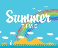 Sommerzeit und Meerblick mit Bergen Lizenzfreie Stockfotos