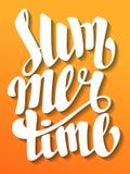 Sommerzeitbeschriftung Handgemachte Kalligraphie Hand geschrieben Lizenzfreie Stockfotos