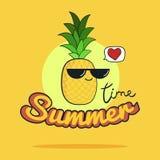 Sommerzeitillustration Nette Ananaszeichentrickfilm-figur Lizenzfreies Stockbild