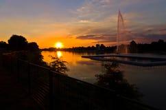 Sommerzeitsonnenuntergang am Ada See in Belgrad Lizenzfreies Stockfoto