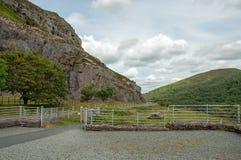 Sommerzeitwald- und -gebirgslandschaft im Elantal von Wales Lizenzfreie Stockbilder