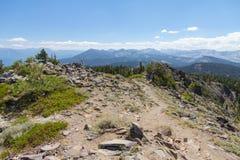 Sommet d'Ellis Peak, réserve forestière de Tahoe, la Californie photo libre de droits