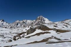 Sommet de Himalata de montagne au Népal Photographie stock libre de droits