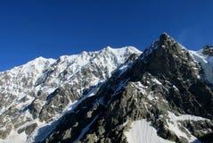 Sommet de roche de montagne Images libres de droits