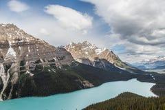 Sommet et lac II d'arc Peyto Photo stock