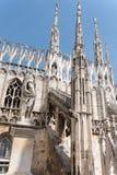 Sommets à jour et flèches de l'église gothique de cathédrale dedans Images stock