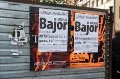 Sommige affiches op Pools in de straat van Gansk stock afbeelding