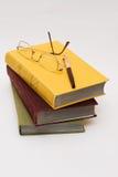 Sommige boek en glazen Royalty-vrije Stock Foto's