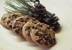 Sommige cakes met pine-wood royalty-vrije stock afbeeldingen