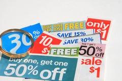 Sommige coupons die op wit worden geïsoleerd Stock Afbeeldingen